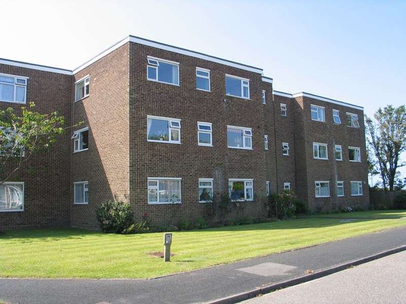 2 Bedrooms Flat for sale in Rookcliff Way, Milford On Sea, Lymington