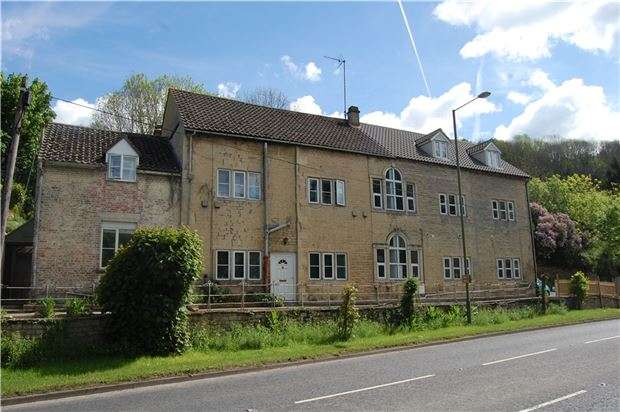 1 Bedroom Studio Flat for sale in Flat 2, Woodchester Garage, Woodchester, Gloucestershire, GL5 5NE