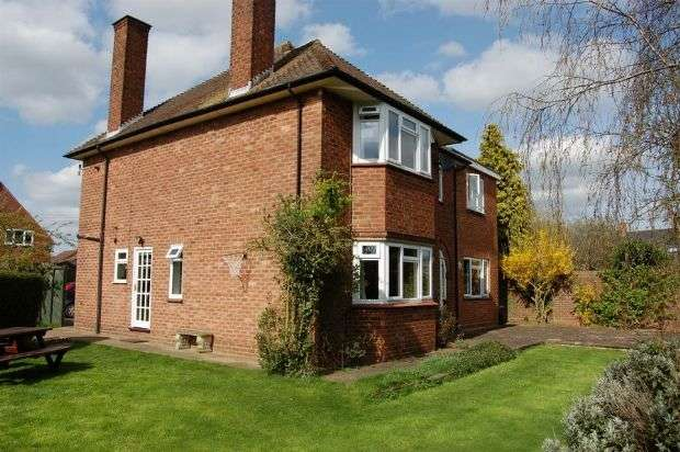 4 Bedrooms Detached House for sale in High Street, Long Buckby, Northampton NN6 7RD