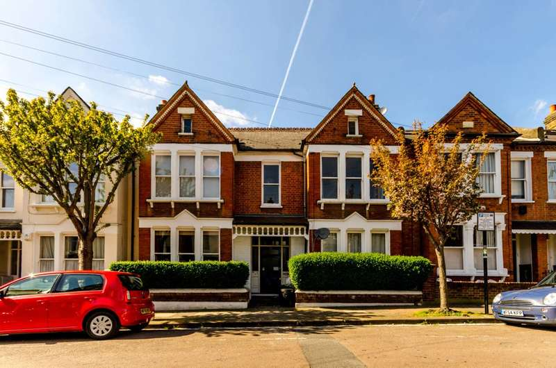 2 Bedrooms Flat for sale in Lynn Road, Balham, SW12