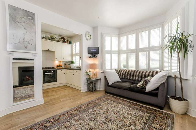 4 Bedrooms Flat for sale in Wormholt Road, Shepherd's Bush, W12