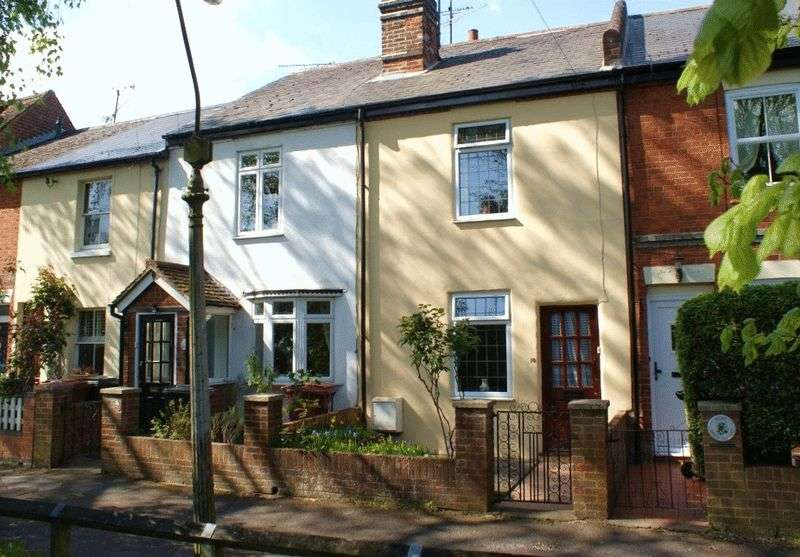 2 Bedrooms Terraced House for sale in Grove Cottages, Reading.