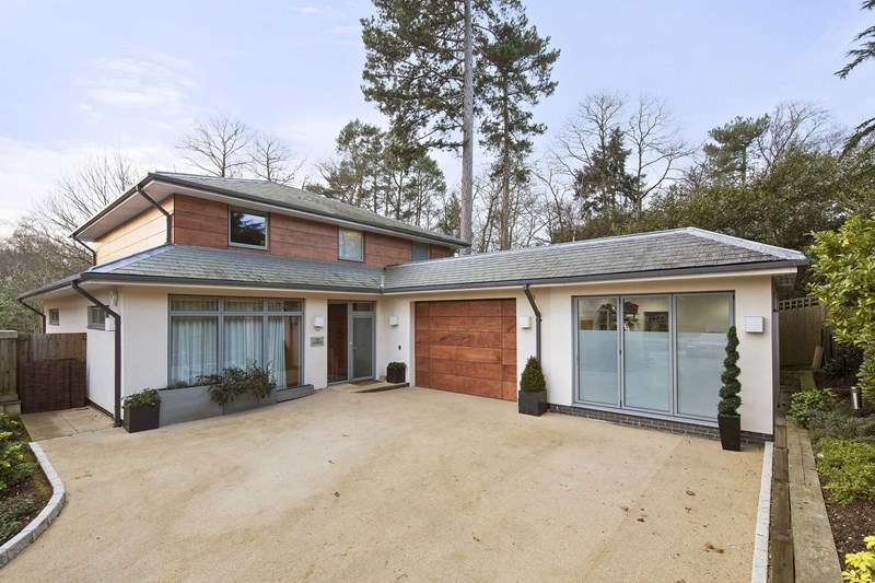 5 Bedrooms Detached House for sale in Sandy Lane, Cobham