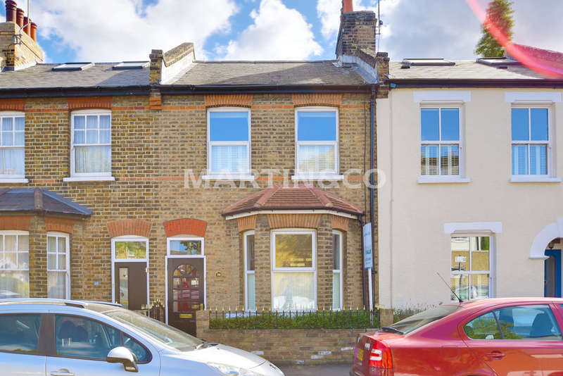 2 Bedrooms Terraced House for sale in Camden Road, Wanstead