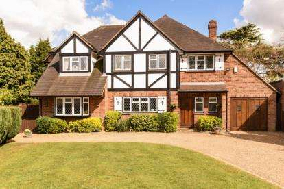 5 Bedrooms Detached House for sale in The Dale, Keston