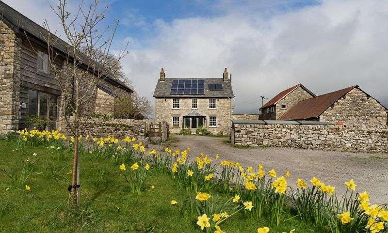 4 Bedrooms Detached House for sale in Llangattock, Crickhowell