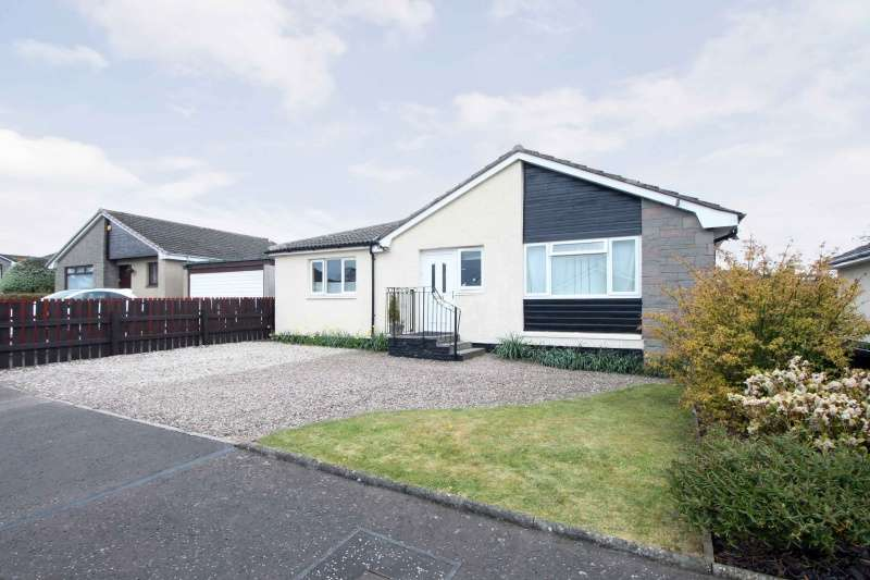 3 Bedrooms Bungalow for sale in Templars Crescent, Kinghorn, Fife, KY3 9XS