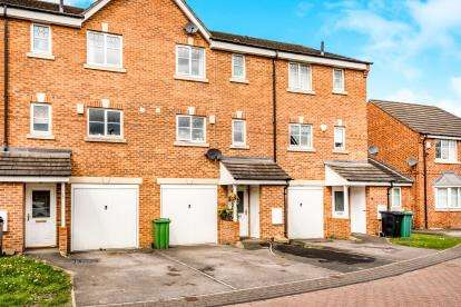 4 Bedrooms Terraced House for sale in Marchant Way, Churwell, Morley, Leeds