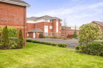 2 Bedrooms Flat for sale in Brook Court, Dorman Close, Ashton-On-Ribble, Preston, PR2