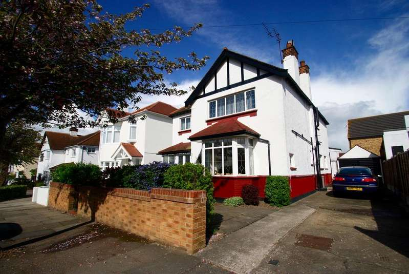 4 Bedrooms Detached House for sale in Woodcote Road, Leigh-On-Sea
