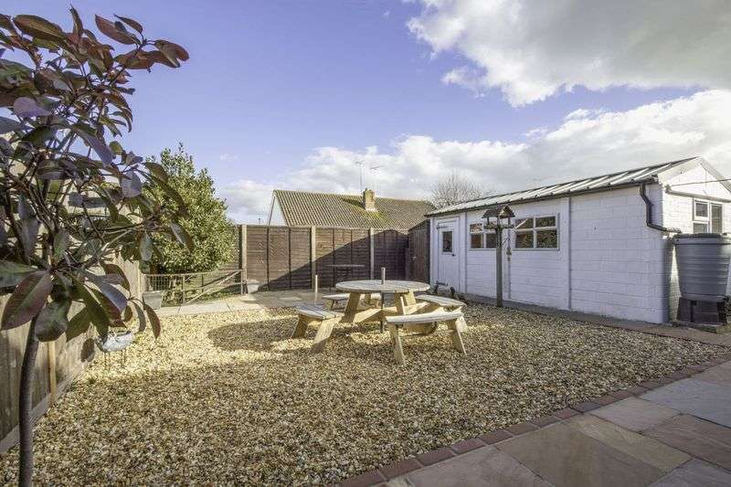 2 Bedrooms Semi Detached Bungalow for sale in Littlehampton