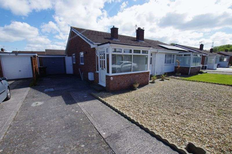 2 Bedrooms Detached Bungalow for sale in MEAD VALE
