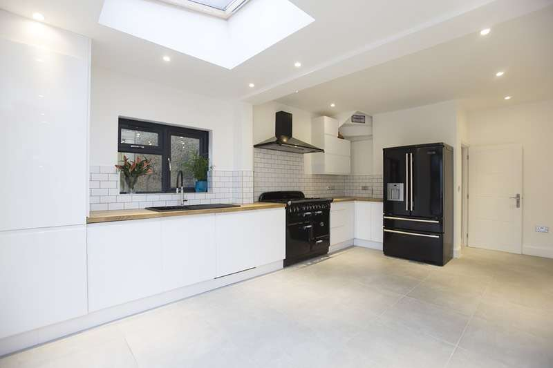 3 Bedrooms Semi Detached House for sale in Lea Bridge Road, London, London, E17