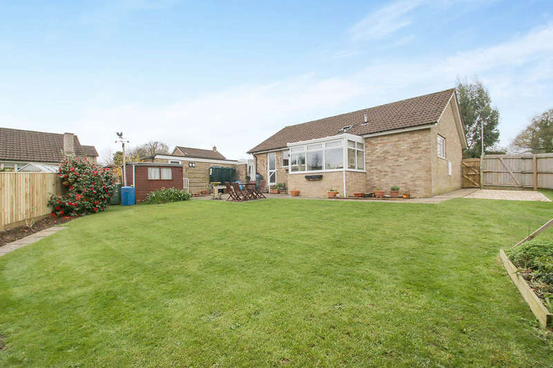 2 Bedrooms Detached Bungalow for sale in Wellesley Way, Churchinford, Taunton, TA3