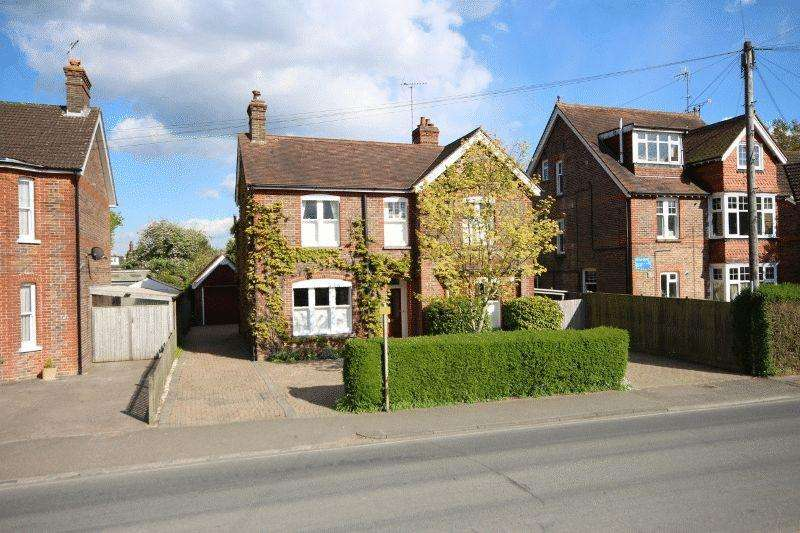 4 Bedrooms Detached House for sale in Haywards Road, Haywards Heath