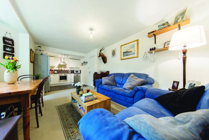 2 Bedrooms Flat for sale in Tooting Bec Gardens, SW16
