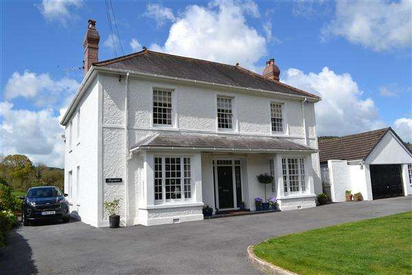 4 Bedrooms Detached House for sale in Brynderw, Bronwydd, Carmarthen