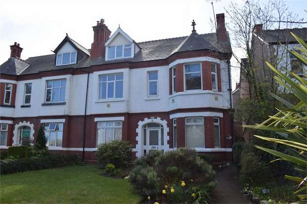 3 Bedrooms Flat for sale in Abergele Road, Old Colwyn, Colwyn Bay, Conwy