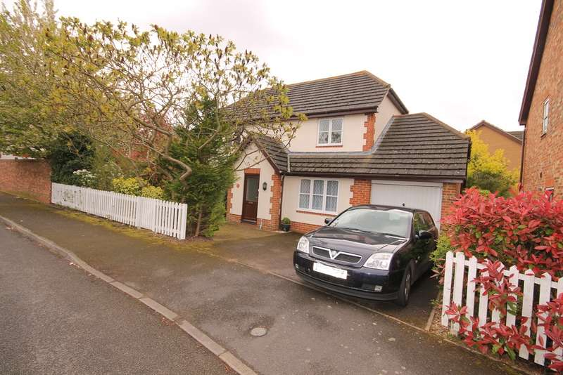 4 Bedrooms Detached House for sale in Great Portway, Great Denham, MK40