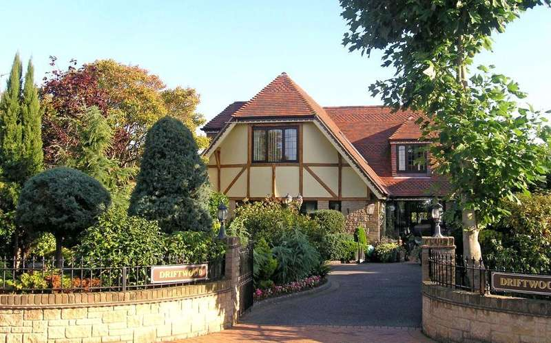 4 Bedrooms Detached House for sale in Swains Road, Bembridge, Isle of Wight, PO35 5XS