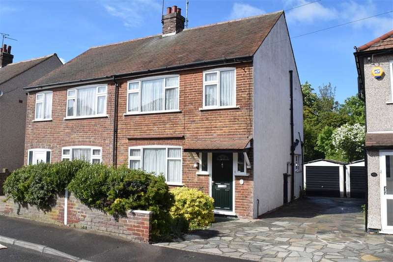 3 Bedrooms Semi Detached House for sale in Bruce Grove, Chelmsford