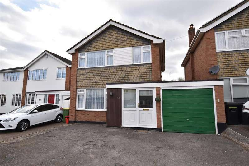 3 Bedrooms Detached House for sale in The Paddocks, Rayleigh
