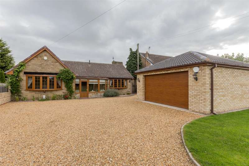 4 Bedrooms Detached Bungalow for sale in Main Street, Hatfield Woodhouse, Doncaster, DN7