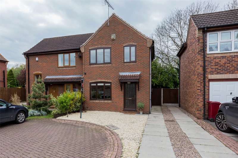 2 Bedrooms Semi Detached House for sale in Popplewell Close, Belton, Doncaster, Lincolnshire, DN9
