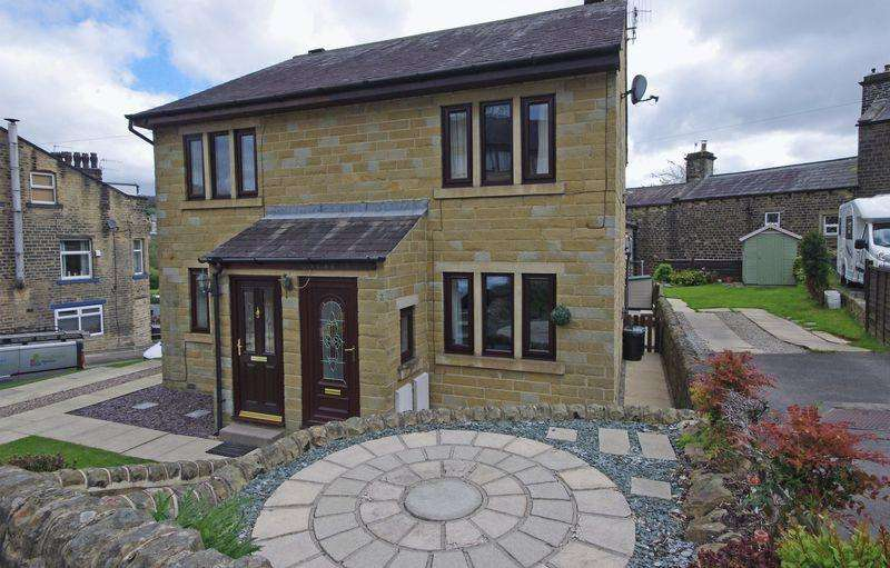 2 Bedrooms Semi Detached House for sale in Bentley Royd Close, Sowerby Bridge, HX6 1DU