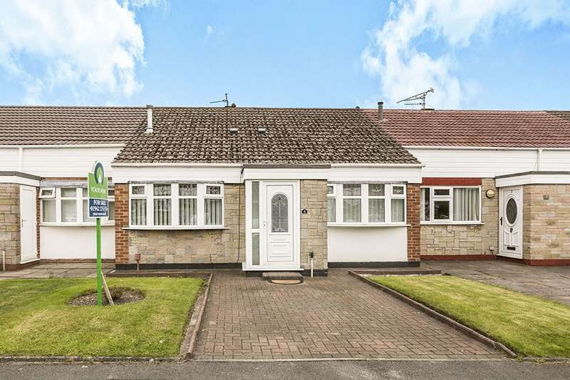 2 Bedrooms Bungalow for sale in Fairview Close, Ashton-In-Makerfield, Wigan, WN4