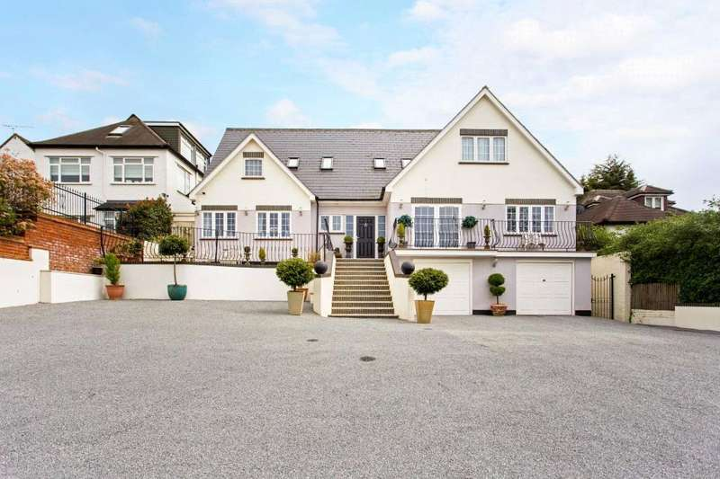 5 Bedrooms Detached House for sale in Eleven Acre Rise, Loughton, Essex, IG10