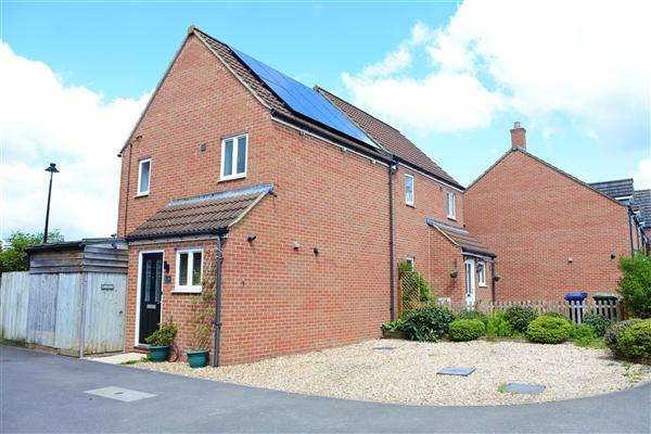 1 Bedroom Semi Detached House for sale in Jay Walk, Gillingham