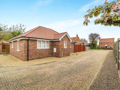 2 Bedrooms Detached House for sale in New Road, Catfield, Great Yarmouth