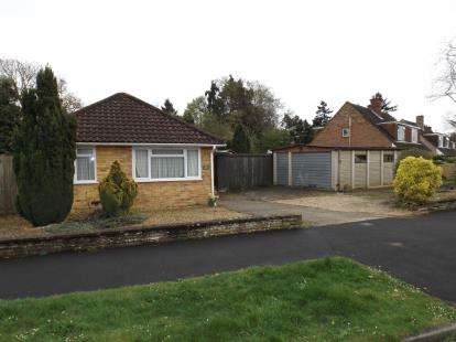 2 Bedrooms Bungalow for sale in Dibden Purlieu, Southampton, Hampshire