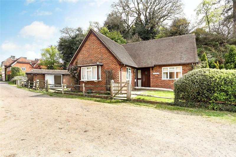 4 Bedrooms Detached House for sale in Moor Park Lane, Farnham, Surrey, GU10