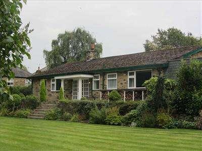 4 Bedrooms Detached Bungalow for rent in Tamarisk, Breary Lane, Bramhope, LEEDS, LS16 9AE