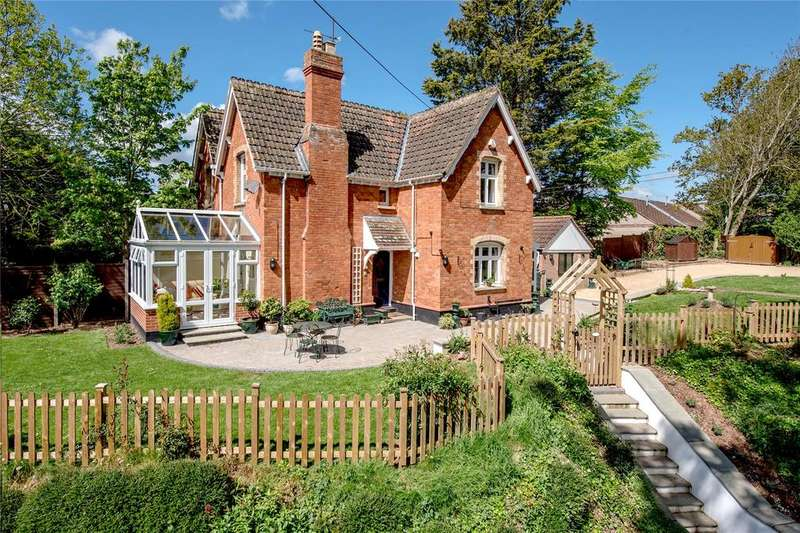 2 Bedrooms Semi Detached House for sale in Lyngford Gardens, Lyngford Lane, Taunton, Somerset