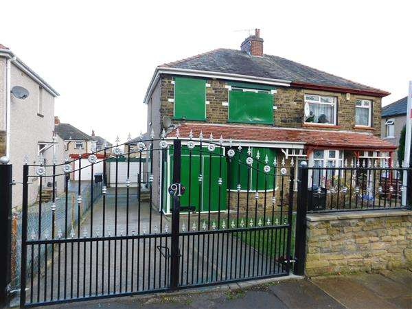 3 Bedrooms Semi Detached House for sale in Southmere Drive, Bradford
