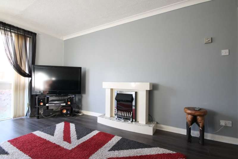 2 Bedrooms Flat for sale in Dunstanburgh Close, Washington, NE38