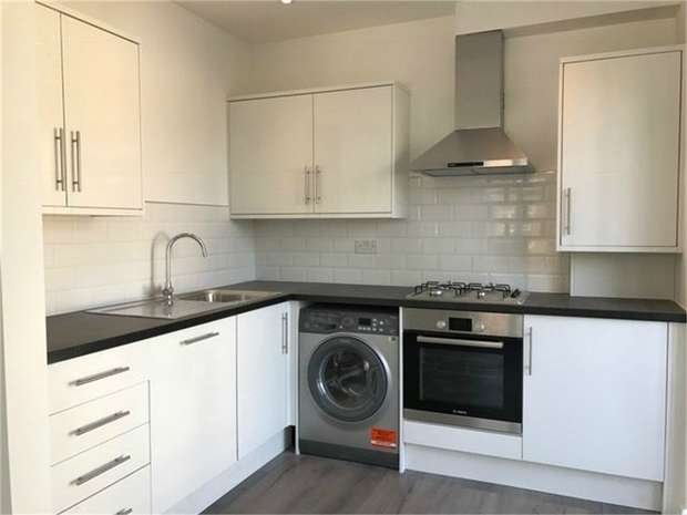 2 Bedrooms Flat for sale in Clifton Road, Isleworth, London