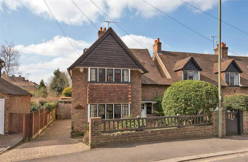 4 Bedrooms Detached House for sale in The Close, Reigate, Surrey, RH2