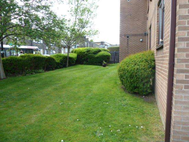2 Bedrooms Flat for sale in Sussex Avenue, Horsforth, Leeds