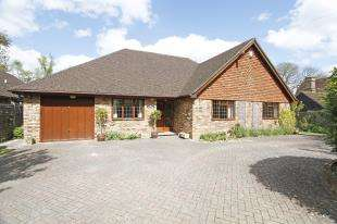 4 Bedrooms Bungalow for sale in Sandhill Lane, Crawley Down, West Sussex