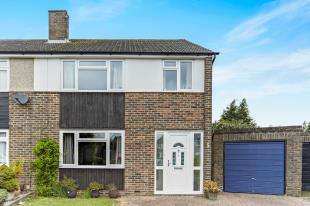 3 Bedrooms Semi Detached House for sale in Fern Close, Warlingham, Surrey, .