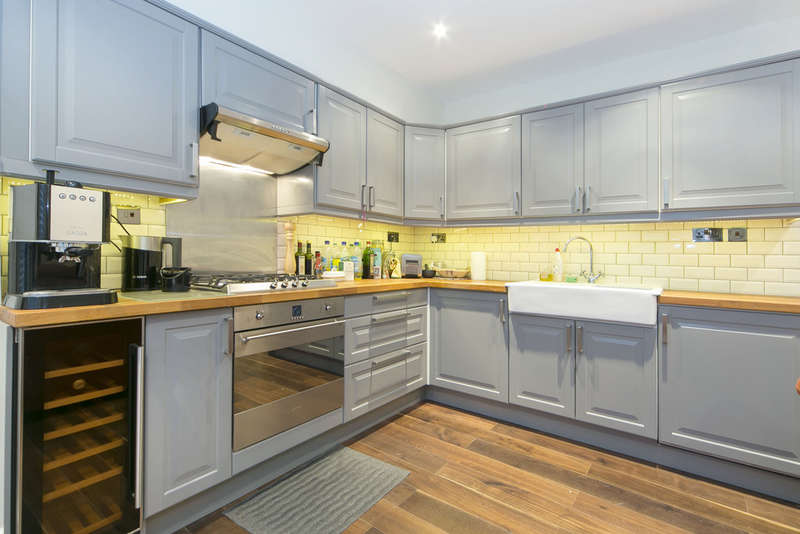 1 Bedroom Ground Flat for sale in Camden, London