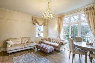 2 Bedrooms Flat for sale in Linden Park Road, Tunbridge Wells, Kent, .
