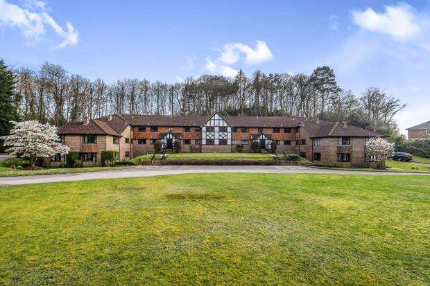 2 Bedrooms Flat for sale in Portesbery Hill Drive, Camberley, Surrey