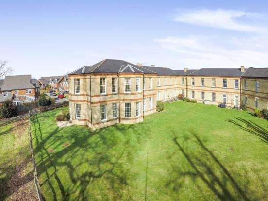 2 Bedrooms Flat for sale in Horton Crescent, Epsom, Surrey