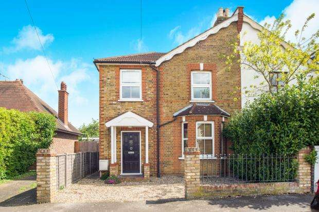 3 Bedrooms Semi Detached House for sale in West Molesey, Surrey