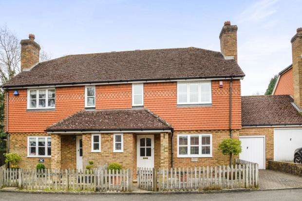 3 Bedrooms Semi Detached House for sale in Bramley, Guildford, Surrey